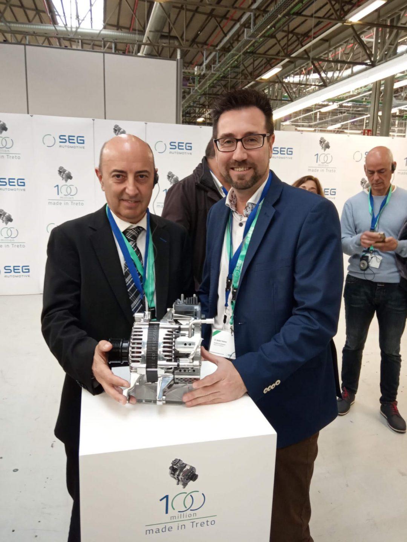 El alcalde de Colindres, Javier Incera, ha asistido este miércoles invitado al acto con el que la planta SEG Automotive Spain –la antigua Bosch-