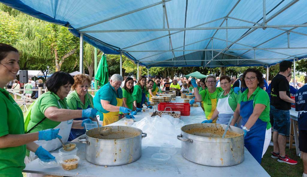 Más de 2.000 personas participaron en el Día del Cocido de Colindres