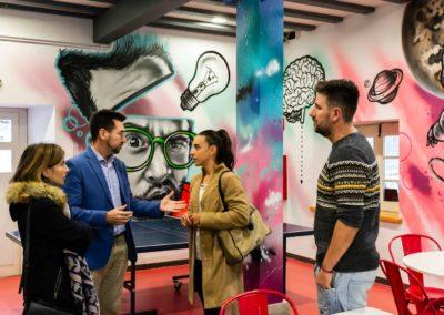 La Casa de la Juventud de Colindres recibe la visita de la Directora de Juventud del Gobierno de Cantabria.