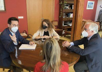 Quiñones avanza la aprobación del proyecto para ejecutar varias rotondas de Cantabria, entre ellas la del puerto de Colindres