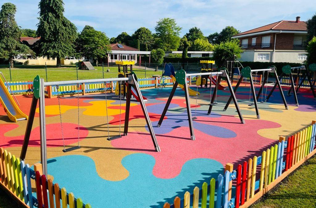 Colindres reforma el parque infantil de la Plaza José Hierro